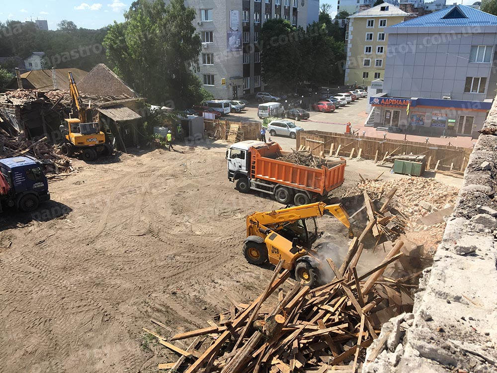 демонтаж здания в центре города
