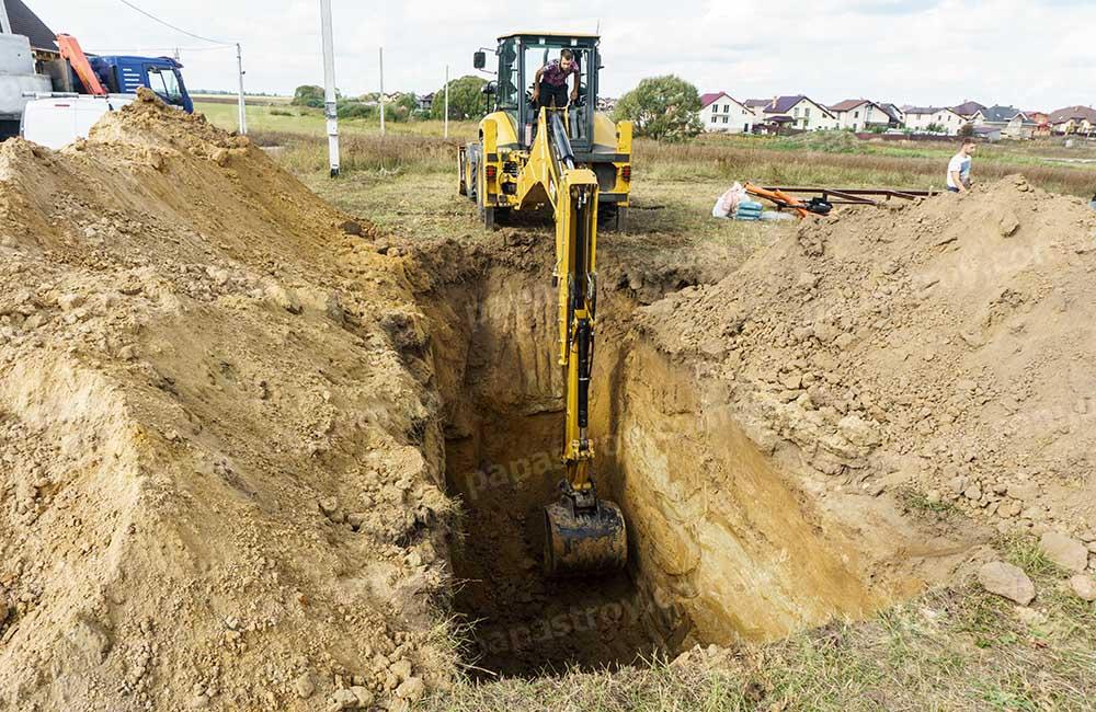 копка траншей для прокладки канализационных труб